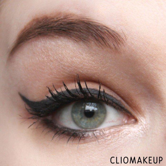 Eyeliner InkMe - Alexandria di Neve Cosmetics applicato sull'occhio da ClioMakeup in stile anni '70 con luce naturale
