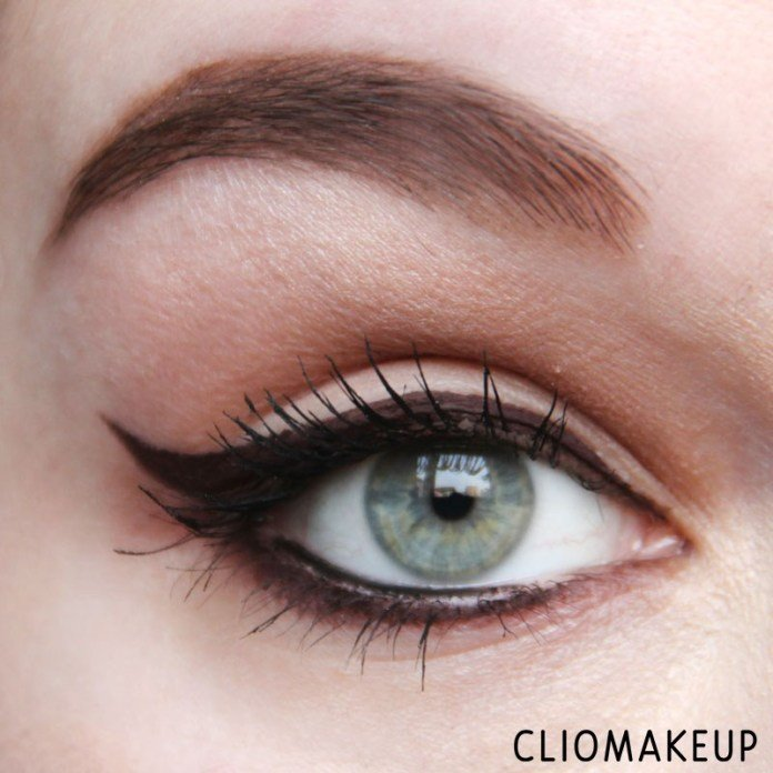 Eyeliner InkMe - Nefertiti di Neve Cosmetics applicato da ClioMakeup in stile egiziano