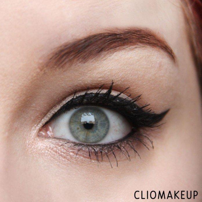 Eyeliner Bastet - InkMe di Neve Cosmetics applicato sull'occhio in stile egiziano con codina