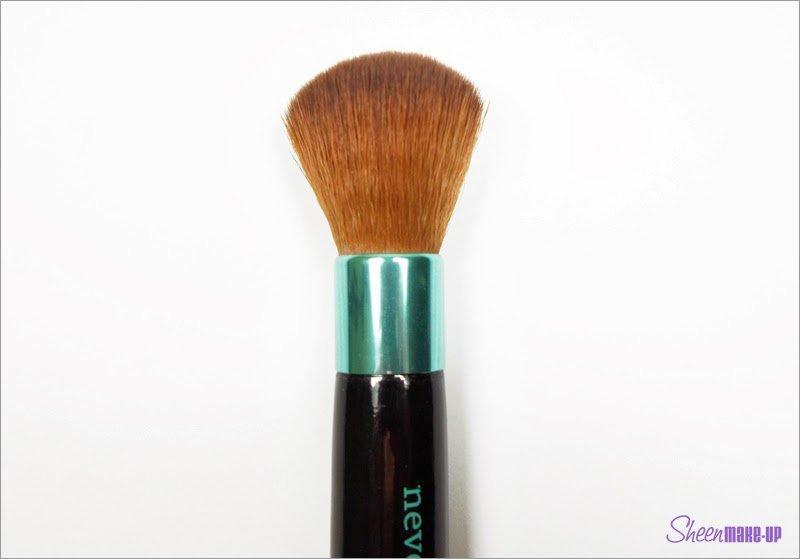Pennello del set Aqua Baby Kabuki di Neve COsmetics