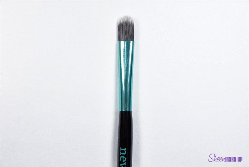 Pennello del Set Aqua Ombretto Medio di Neve Cosmetics
