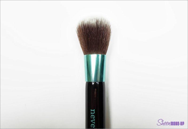 Pennello del set Aqua per blush di Neve Cosmetics