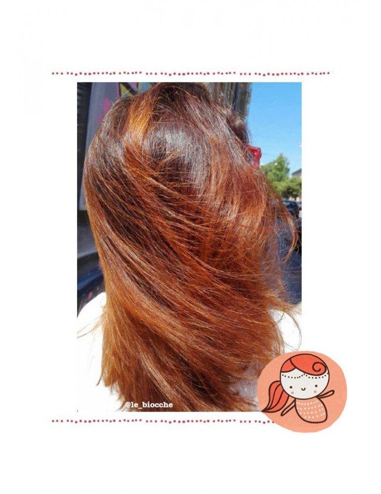 Effetto della tinta vegetale henné Durga biologica sui capelli color melograno di La Saponaria