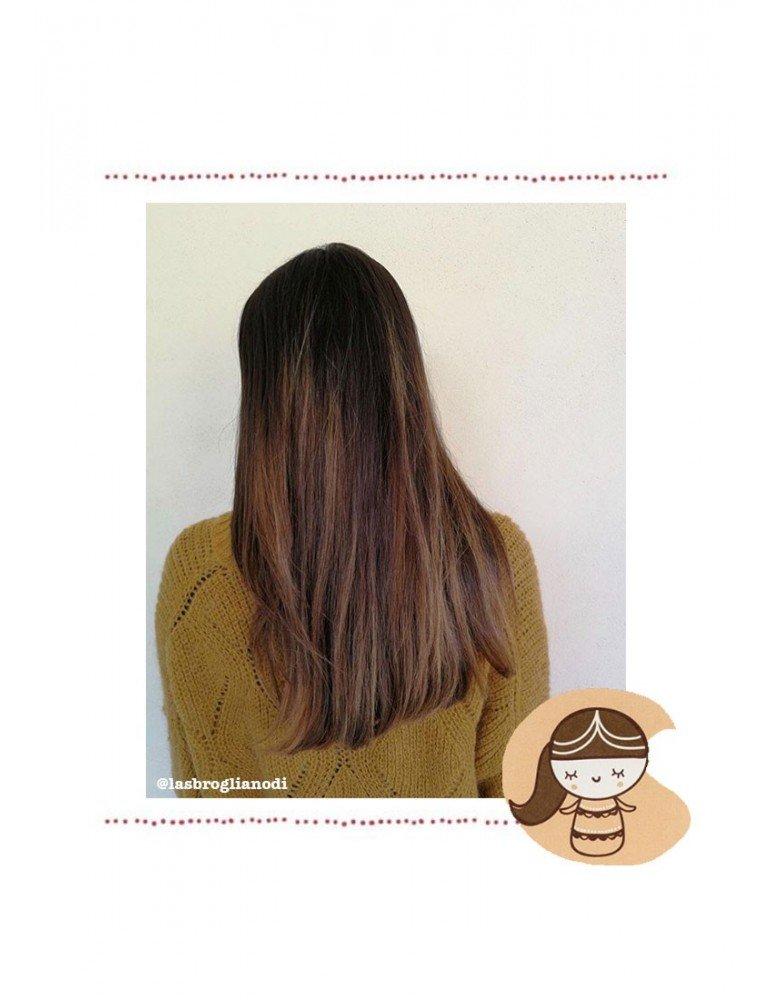 Effetto sui capelli color castagno della tinta vegetale henné biologica Indrani di La Saponaria